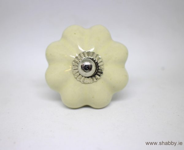 KOH00053 Shabby Light Cream Pumpkin Knob
