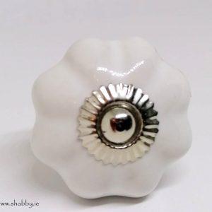 KOH8 Shabby White Pumpkin Knob
